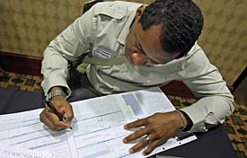 An applicant at a Chicago area job fair. (Tribune)
